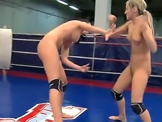 Aleksa Diamond and Larissa Dee  fight