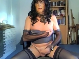 Gwladis tranny friend of mine playing and cuming on cam