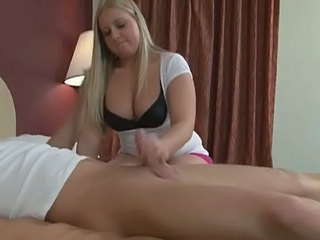 Handjob Joufflue Blonde