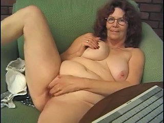 Solo Webcam Masturbating Chubby Ass Grandma Masturbating Toy