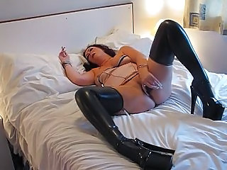 mature latex slut 3