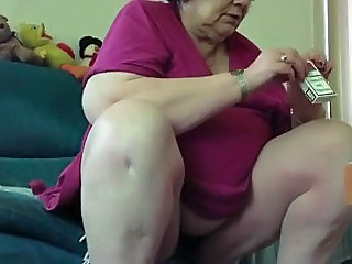 Old fat granny flashes me her pussy
