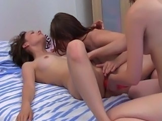 3 girls having coarse porn on sofa