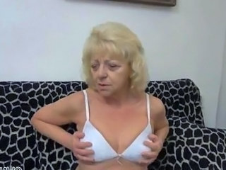 Horny mature old bag goes crazy dildo
