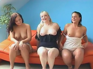 4 Girls Showing Her Pussys - German - Csm