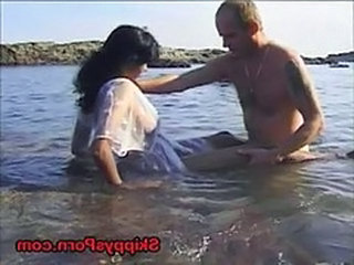Young Indian Fucks In Ocean