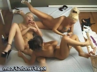 Exciting lesbian threesome