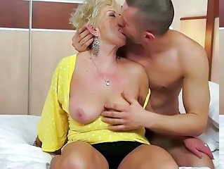 Mom Saggytits Kissing Granny Sex Granny Young Kissing Tits