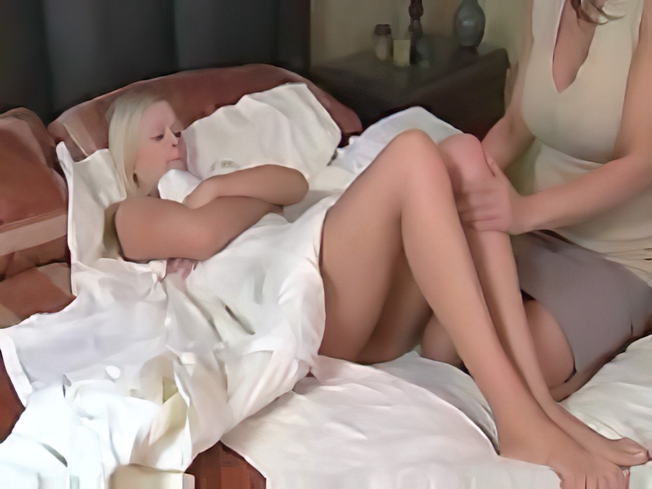 Young girl seeks advice from her lesbian doctor xlx