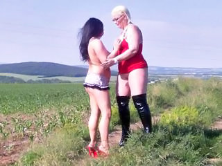 Gina White und Sascha Noir Hot Lesbians in the Nature