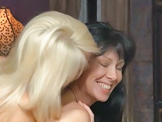 Amateur women having first time lesbian sex