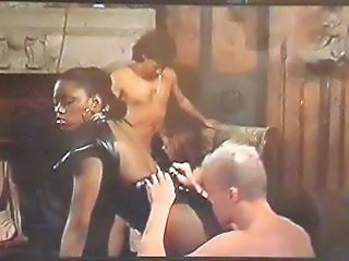 Ébène Latex Interracial Cul d