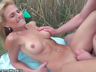 Sexy senior lady with big tits gets fucked outdoors tubes