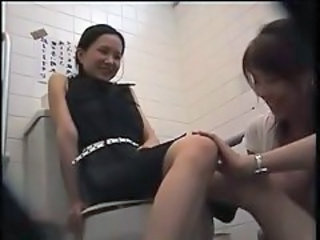 2 LESBIS LIKE TO MASTURBATE IN TOILET - NV