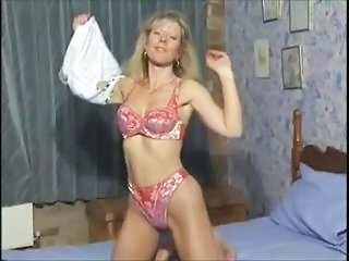 British MILF slut Anna fucking in both holes with