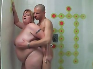 Shorthair-BBW fucked in Shower