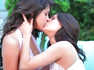 Kissing Babe Lesbian Babe Outdoor Kissing Lesbian Lesbian Babe
