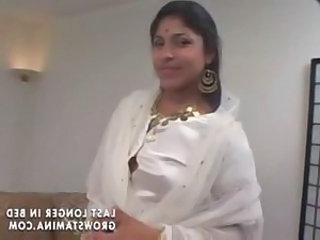 Indian babe gets 2 cocks