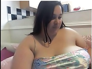 BBW pops her tits out a few times on cam