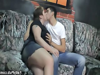 BBW Kissing MILF