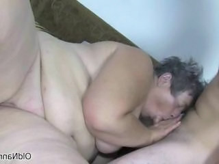 Dirty old bitch gets horny sucking Sex Tubes