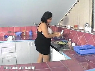BBW Kitchen Mom