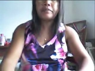 "FILIPINA GIRL LYNN ZABALA SHOWING HER BOOBS ON CAM!"" class=""th-mov"