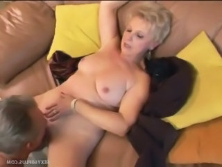 Perfect Body On This Sexy Mature Blond granny