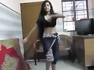 Hot Indian Girl Saree Dance