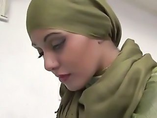 Zahara the gorgeous arab girl sucks and fucks