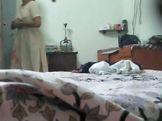 Indian aunty change from Salwar to Peticoat exposing all