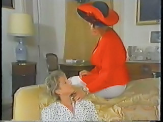 Retro Mature French Mom Enjoys Fisting
