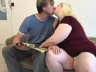 Kissing Mom Blonde