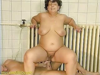 Crazy old mom gets fucked hard and does oral job sex