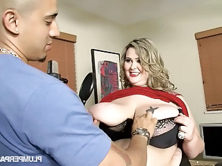 Sexy Busty SSBBW Singer Fucks Judge to be on Reality Show