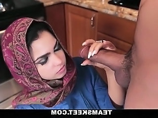 Kitchen Cute Babe Arab  Babe Creampie