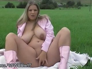 Horny Fat BBW GF masturbating her Pussy Outdoors and..