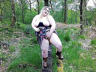 Win a BBW Competition, Tess in the woods