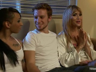 Honey FoXXX and Eva Lin fuck boyfreind