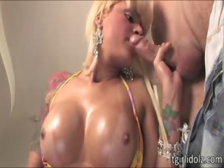 Tattooed tranny Izabela gives sweet bj