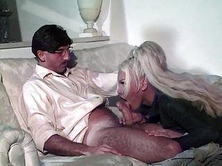 Platinum blonde tranny gets that asshole pumped
