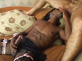 Horny gay dude fucked by ebony shemale