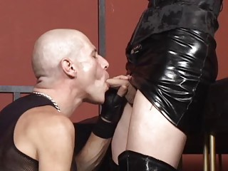 Slave Latex Blowjob