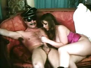 Vintage porn with these babes sucking..
