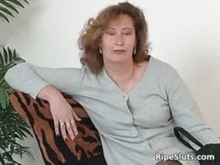 Mature slut in stockings use big dildo part3