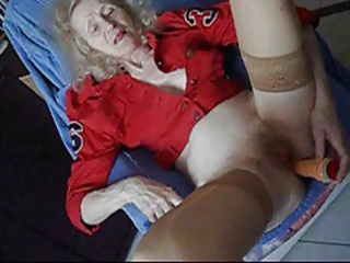 GRANNY Josee  old HOUSEWIFE   sextoy in her ASS