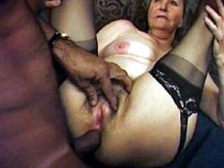 Videos von grannyhairycunts.com