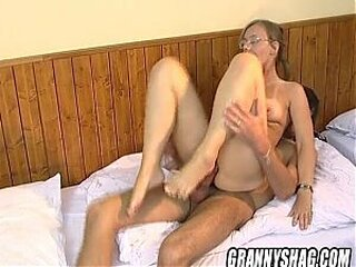 Video từ grannyblowjobs.org