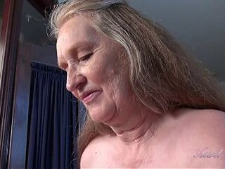 Video dari grannydesires.com