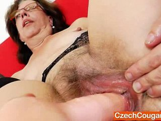 Video dari grannyxnxx.com